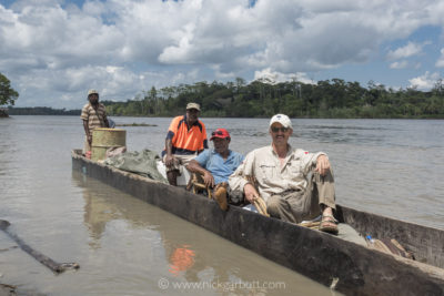 Setting off on the Sepik with Philip, Albert and Kenol